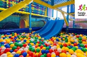 Parque infantil de aventuras y bolas para tus hijos